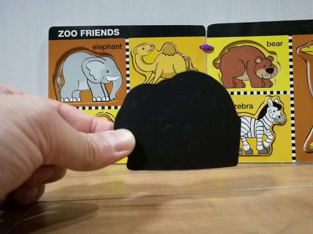 動物パズルの裏側はマグネット