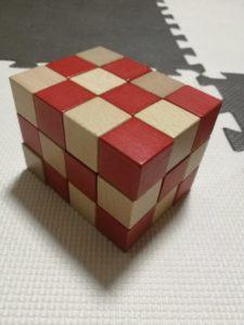 空間パズルでできた直方体