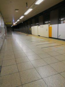 元旦朝の地下鉄ホーム
